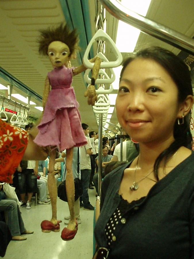 Cicerenella en à Taipei (Taïwan) se rendant au travail en métro