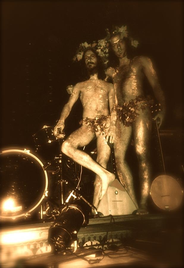 """R-O-B en costume de """"Petits miracles misérables et merveilleux"""" spectacle de Claudie Gagnon. 2001"""