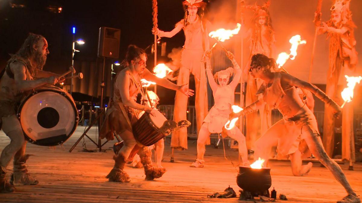Passion Incandescente, Espace 400e, spectacle de feux, échasses et musique live avec la participation des troupes Fogo Rasto, Artefacts & Artifices et Ranch-O-Banjo. 2009